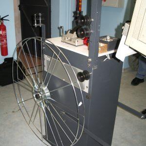 Ceci est un débobineur qui permet de passer les films en une fois pour toutes les séances scolaires et privées (séances demandées par des entreprises) encore acheté par l'association en 2006